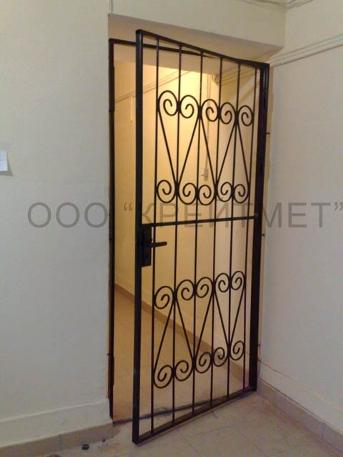 декоративные железные решетки на двери
